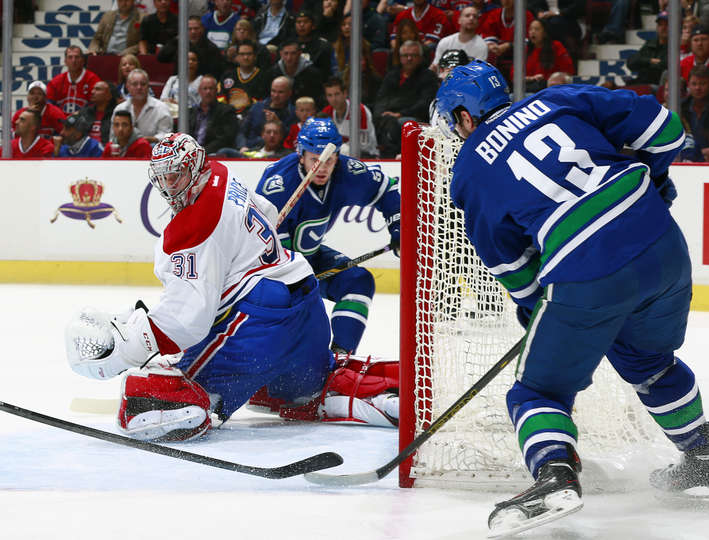 Nick Bonino faz gol em Carey Price (Foto por Jeff Vinnick/NHLI via Getty Images)